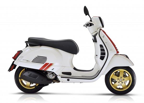 Vespa GTS - racing  sixties white