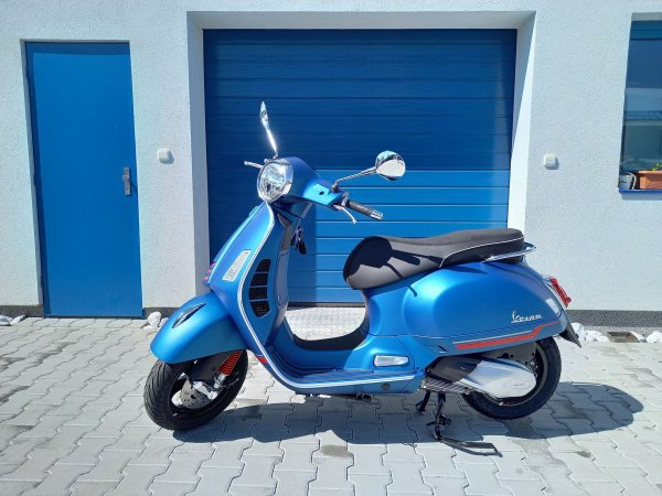 Vespa GTS Super Sport 300hpe modrá