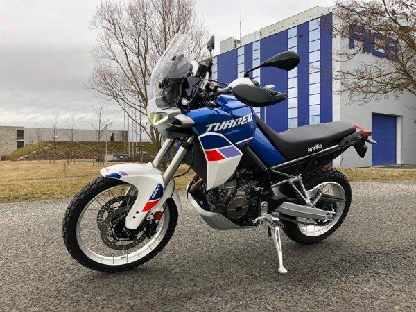 Předváděcí motocykl Vespa GTS 300 SuperSport modrá