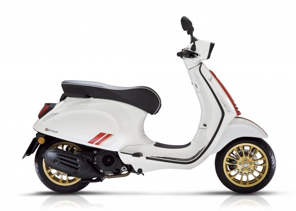 Vespa GTS - racing  sixties white